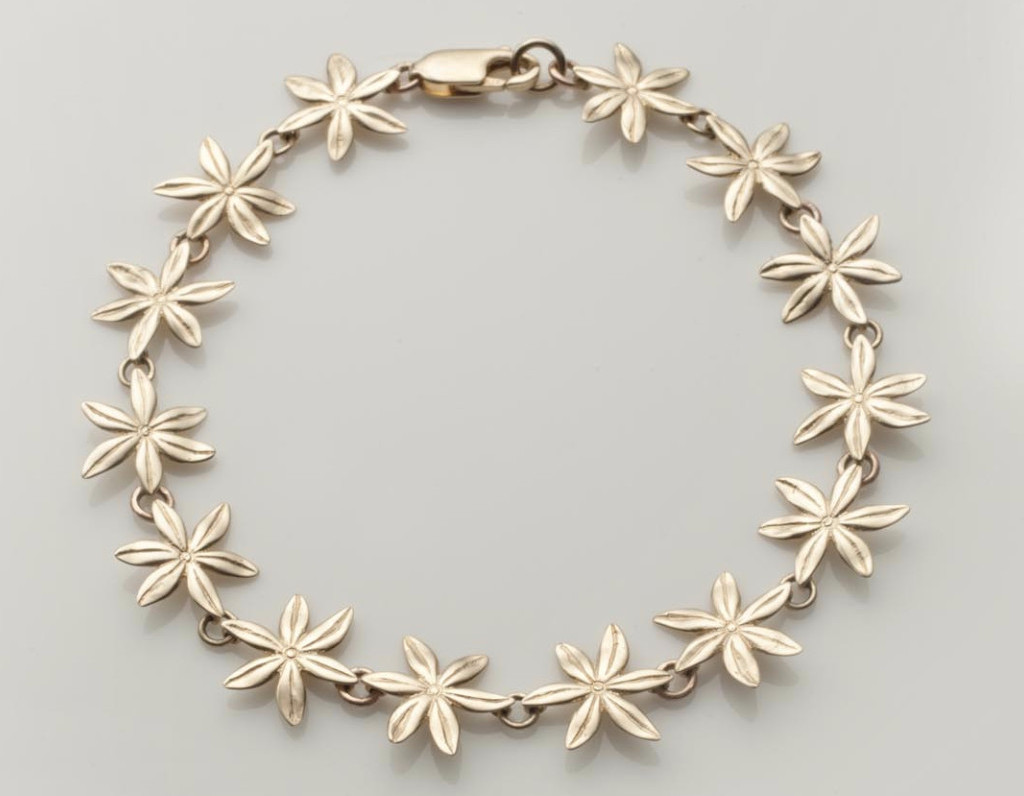 Cover me in Daisies Bracelet in 9ct Gold by Mairéad deBláca